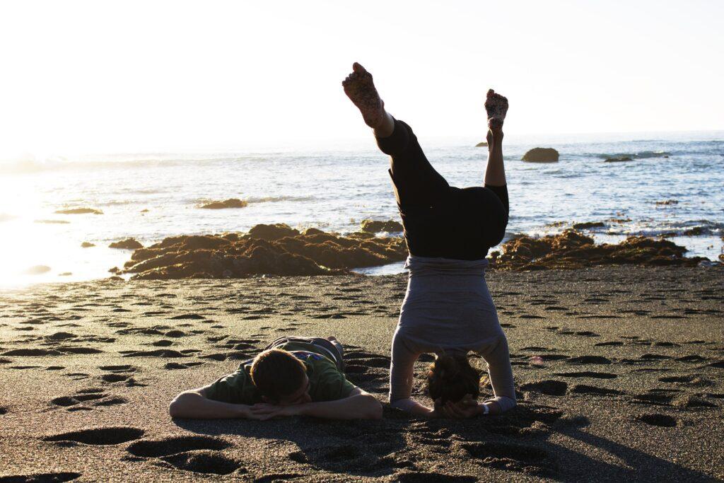 Lo yoga fa bene; sulla spiaggia, ancora di più 2