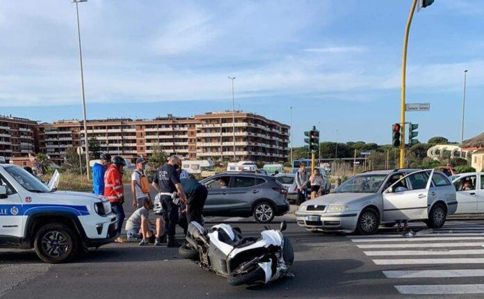 incidente scooter auto