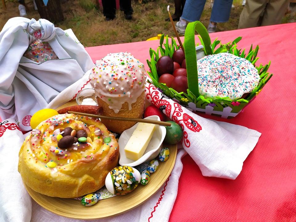 La Chiesa russa ortodossa celebra la Pasqua promuovendo il Libro della Pace (VIDEO) 1