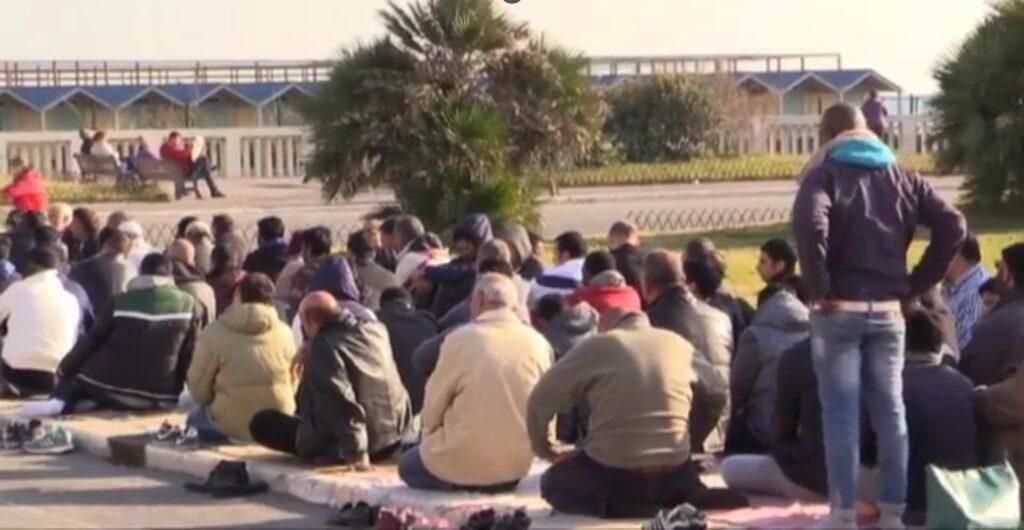 Ostia, chiusura del Ramadan: centinaia di musulmani al Parco Pallotta 1