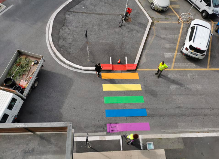 Fiumicino, strisce arcobaleno contro le discriminazioni LGBT 1