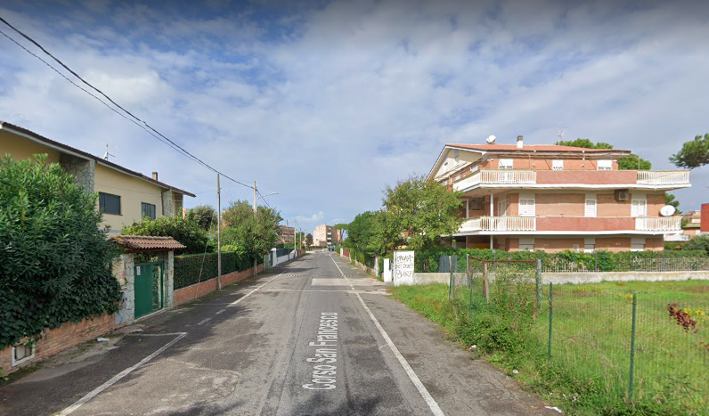 Anzio, scoppia un incendio in un cantiere: intervengono i Vigili del Comando di Roma 1