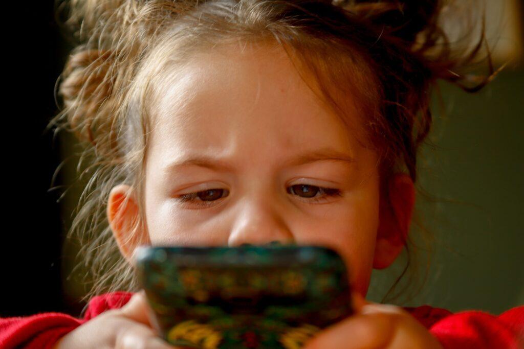 Lotta alla pedofilia: bambini sempre più piccoli, vittime di adescamento online 1