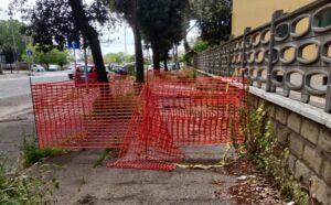 Ostia, ecco le condizioni disastrose del marciapiede in via delle Fiamme Gialle 3