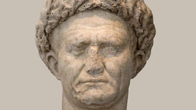 Auguri a Vespasiano, imperatore di Roma creatore del Colosseo e inventore degli orinatoi 2