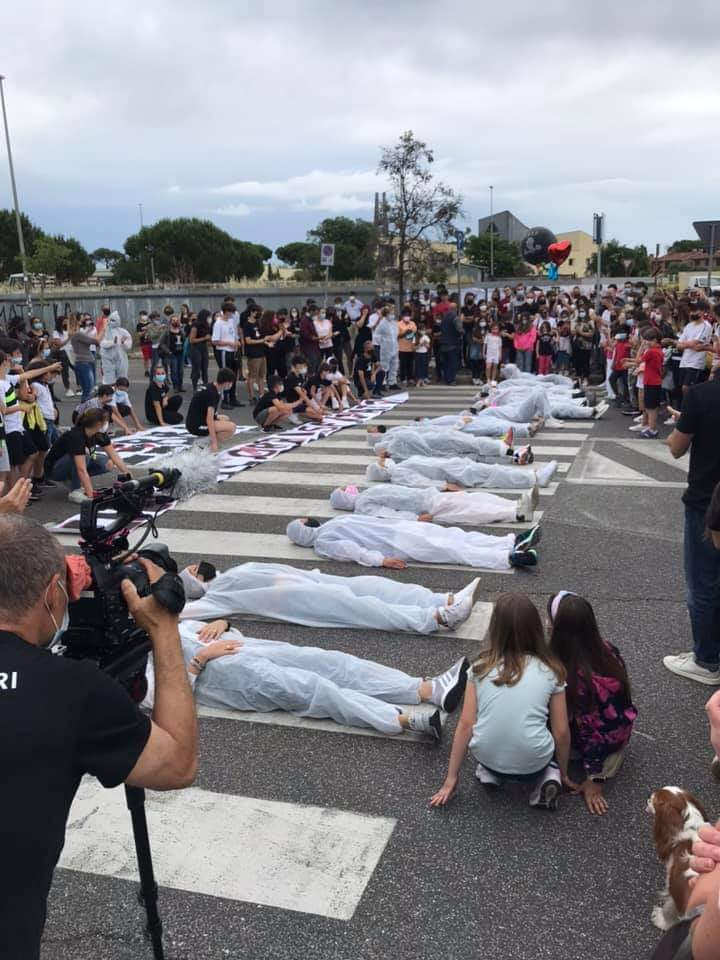 Infernetto: grande partecipazione al flashmob in ricordo di Mattia Roperto (VIDEO) 1