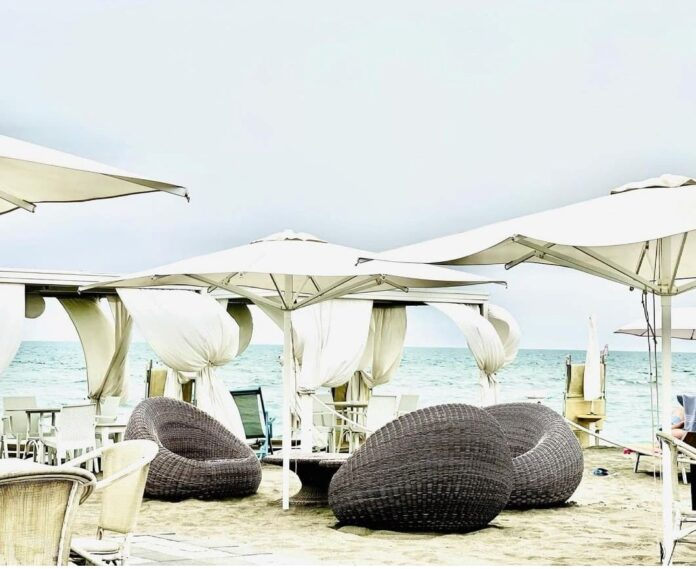 party a Le Dune beach resort
