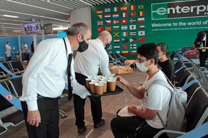 Fiumicino, accoglienza Made in Italy all'aeroporto per i turisti arrivati con voli covid tested 1