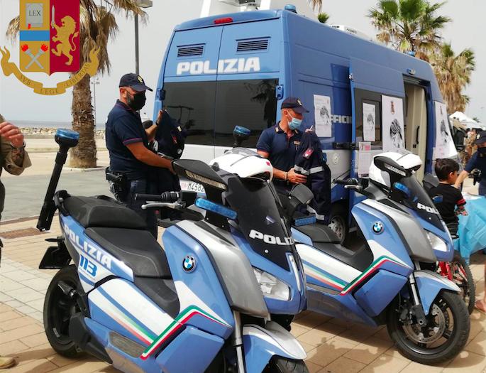 Civitavecchia: prevenzione oncologica e il Camper Rosa della Polizia contro la violenza sulle donne 1