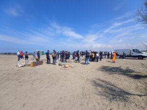 """Focene: 70 volontari Adr al lavoro per pulire la spiaggia di """"Pesce Luna"""" 3"""