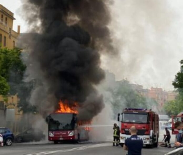 bus atac in fiamme roma