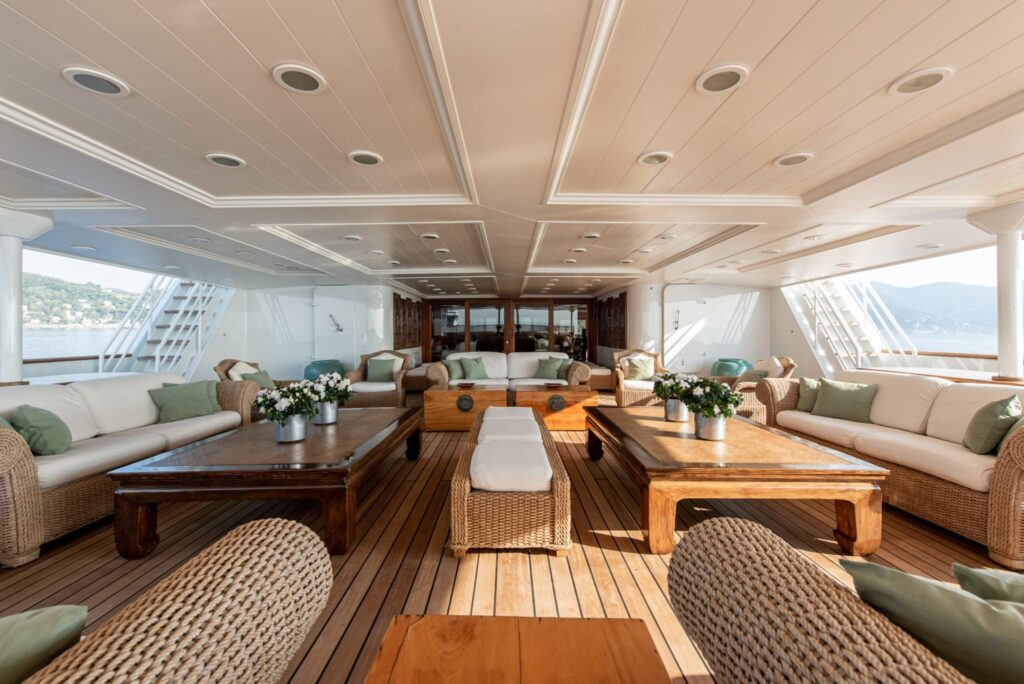 Attracca a Ostia la nave da guerra trasformata in yacht di lusso 2