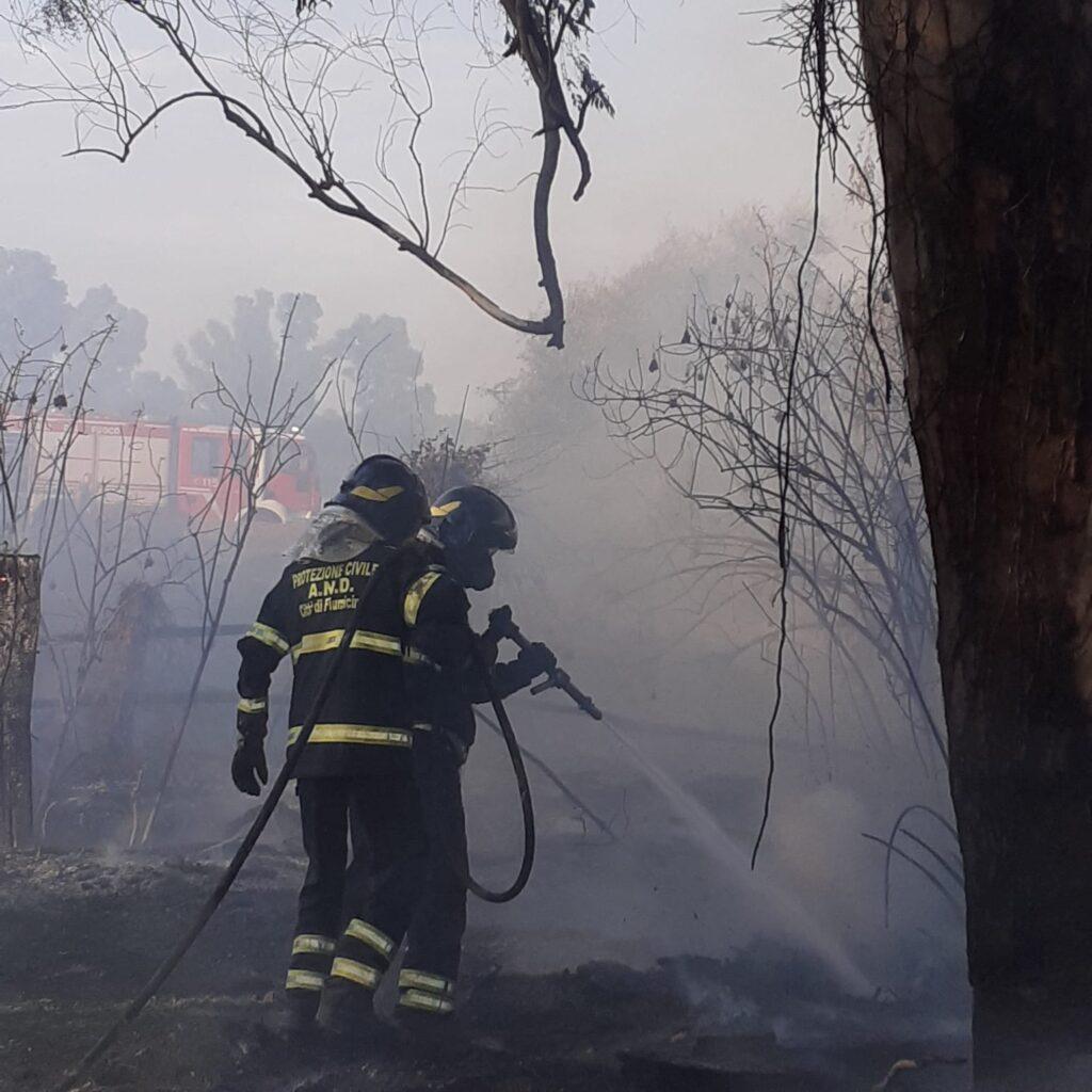 Giornata infernale a Palidoro e Maccarese: quattro incendi domati dalla Protezione civile 1