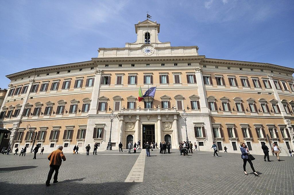 """""""IoApro"""" contro il green pass: la Questura vieta Montecitorio e autorizza piazza del Popolo 1"""
