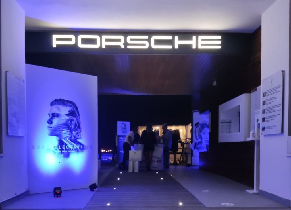 Porsche Taycan V-Lounge