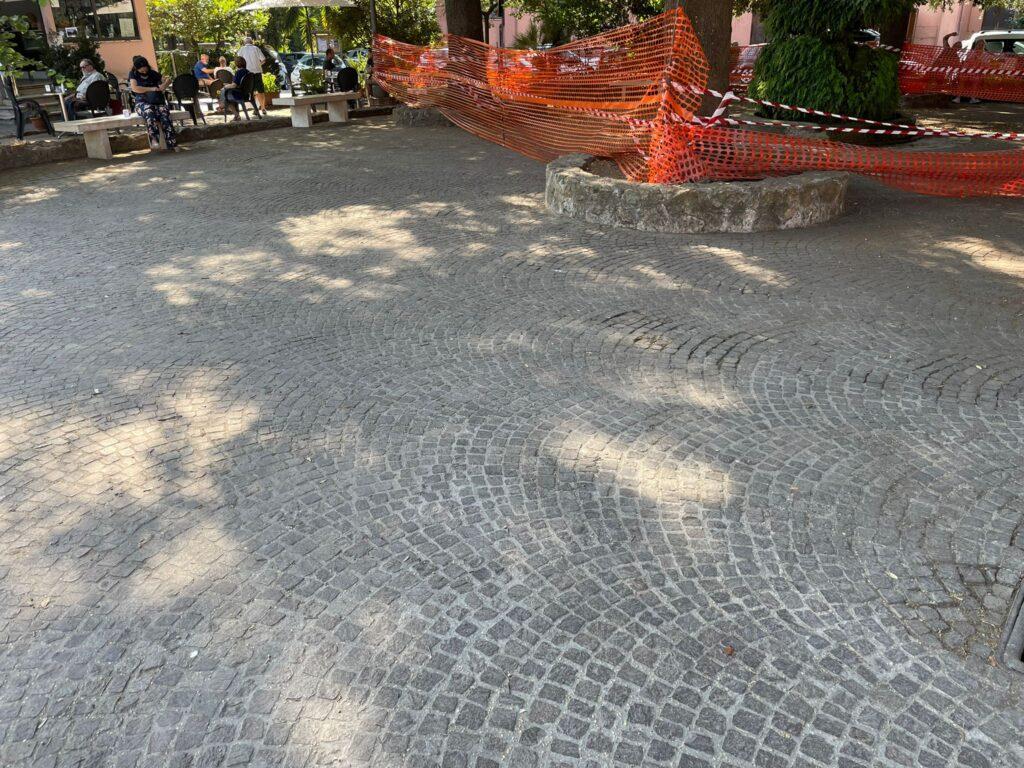 I volontari di Retake Ostia Antica a lavoro per il decoro di Piazza Gregoriopoli (VIDEO) 3