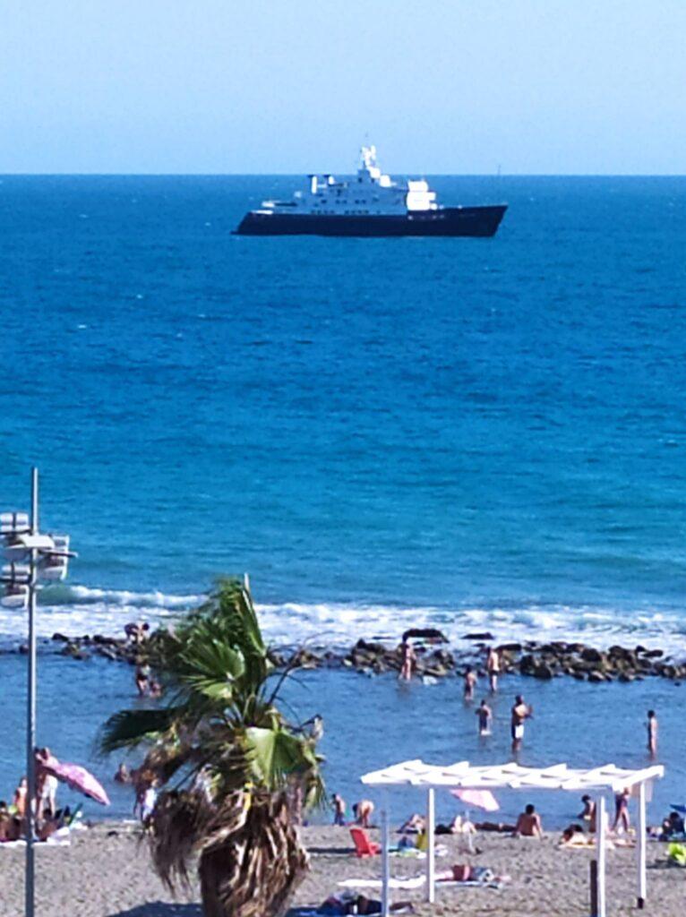Attracca a Ostia la nave da guerra trasformata in yacht di lusso 1