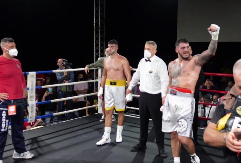 Ladispoli, il pugile youtuber Mattia Faraoni vince e chiede la mano di Alessia 1