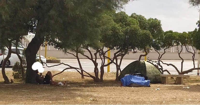 Ostia: camper e tende nelle piazze e nelle spiagge, in barba ai regolamenti 1