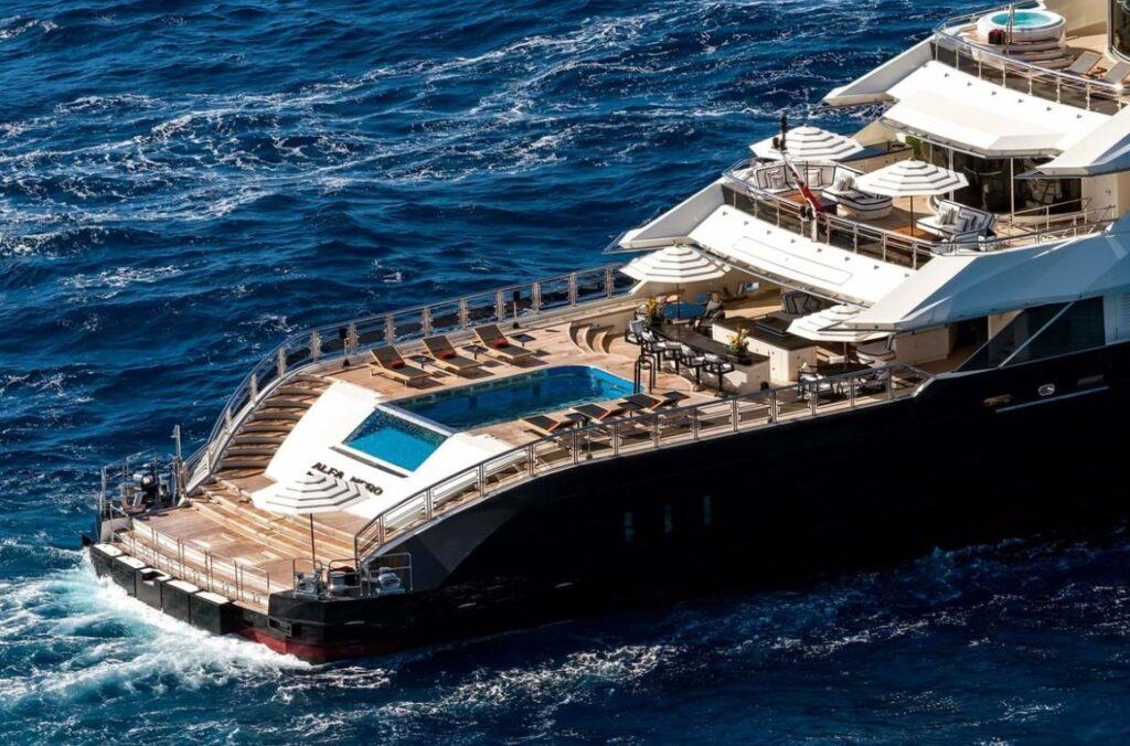 Maxiyacht, a Ostia sbarcano i gemelli del lusso. Bill Gates a bordo? 1
