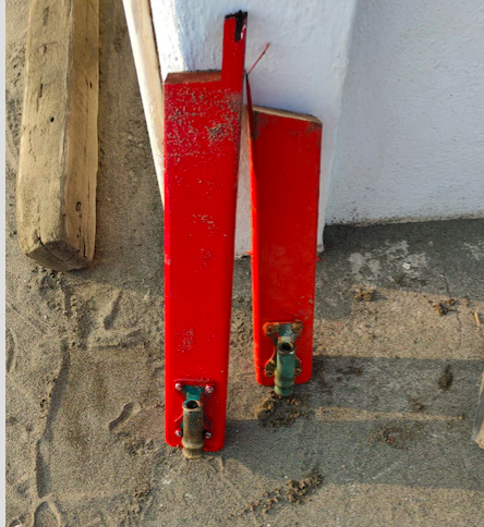 Fregene: vandali danneggiano pattini di salvataggio in cinque stabilimenti 1