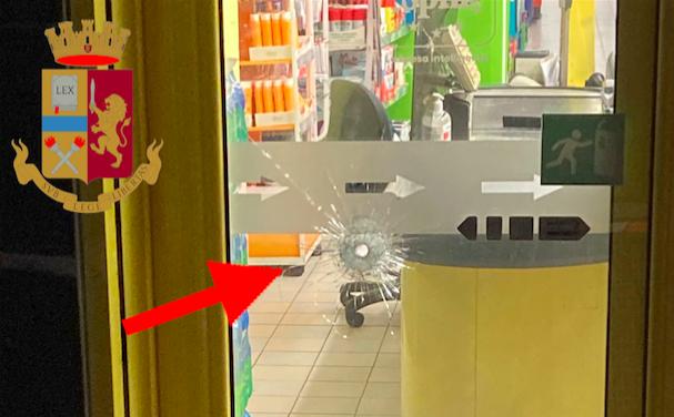 Sparò contro il vigilante che gli imponeva la mascherina nel supermercato: fermato a Ostia (VIDEO) 1
