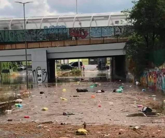 Roma: caos per la pioggia torrenziale. Strade allagate e alberi caduti: le zone 1