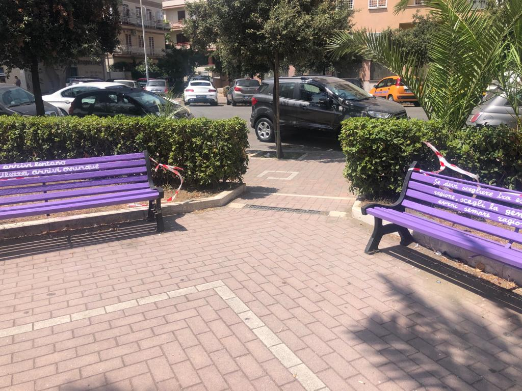 Nasce a Ostia l'angolo della gentilezza: panchine viola e frasi delicate (VIDEO) 2