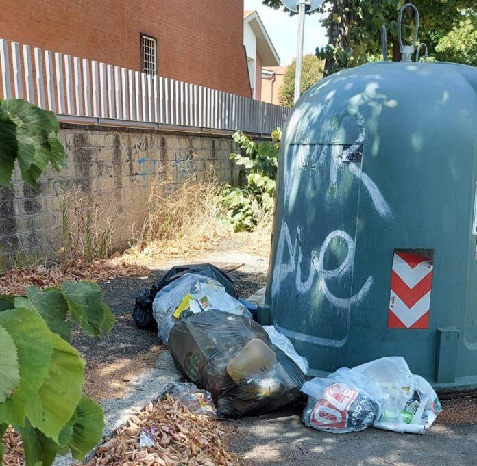 acilia degrado rifiuti immondizia