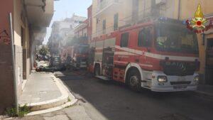 Nettuno, un incendio devasta un garage: evacuata una palazzina 2