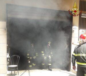 Nettuno, un incendio devasta un garage: evacuata una palazzina 1