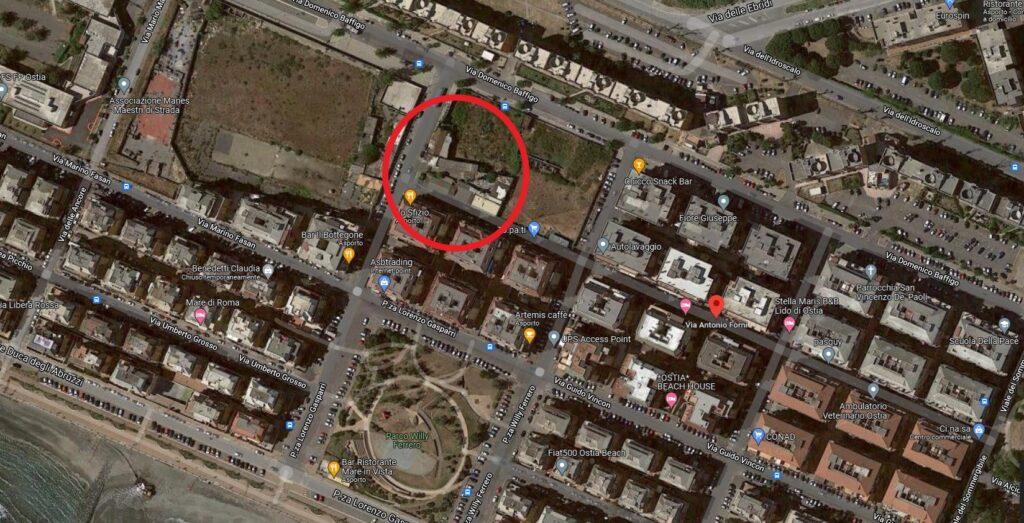 Paura a Nuova Ostia: brucia l'ex centro sportivo abitato da clandestini (VIDEO) 1