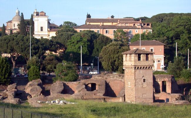 Quando Roma volle un villaggio balneare: piscine, sdraio e ombrelloni nel Circo Massimo 2