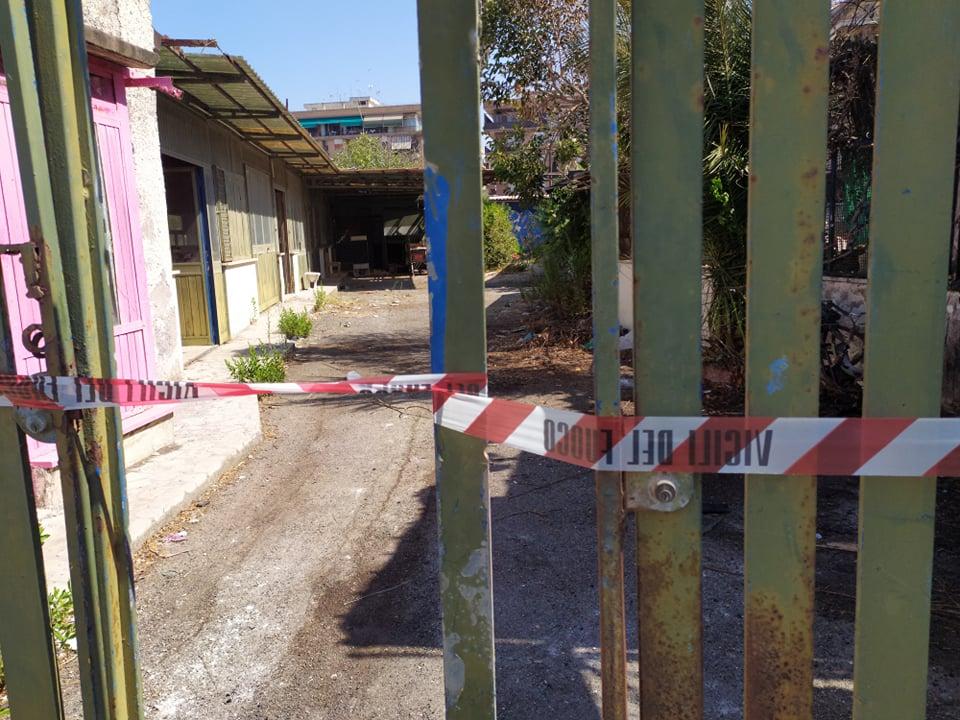 Paura a Nuova Ostia: brucia l'ex centro sportivo abitato da clandestini (VIDEO) 2