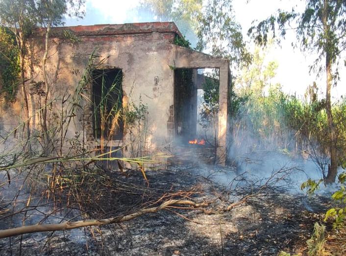 Ostia: fiamme su via dei Pescatori, chiusa in direzione Casal Palocco (VIDEO) 2