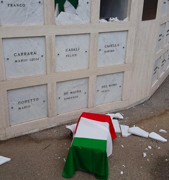 """Profanate le tombe del cimitero militare """"Campo della Memoria"""". Rubati i resti di due caduti 1"""