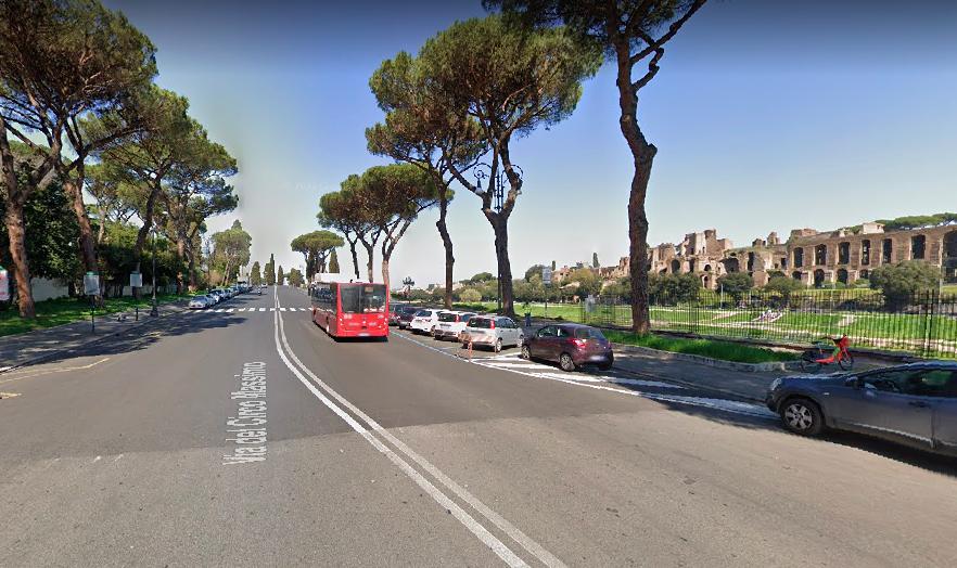Roma: vetri sfondati con un anello perforante per svaligiare le auto in sosta 1