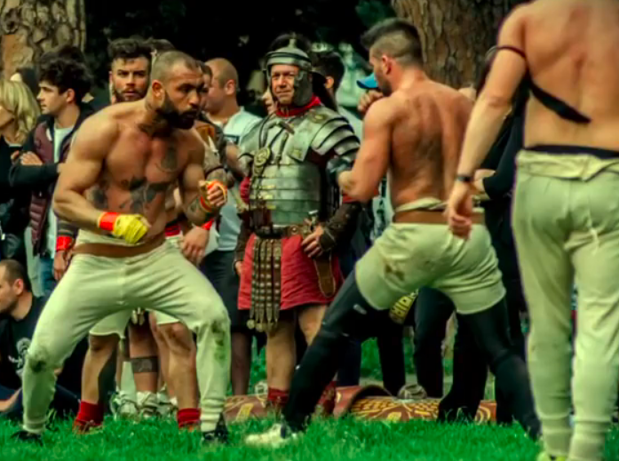 Arriva a Ostia l'Harpastum: il calcio antico, allenamento dei gladiatori romani. L'evento 1