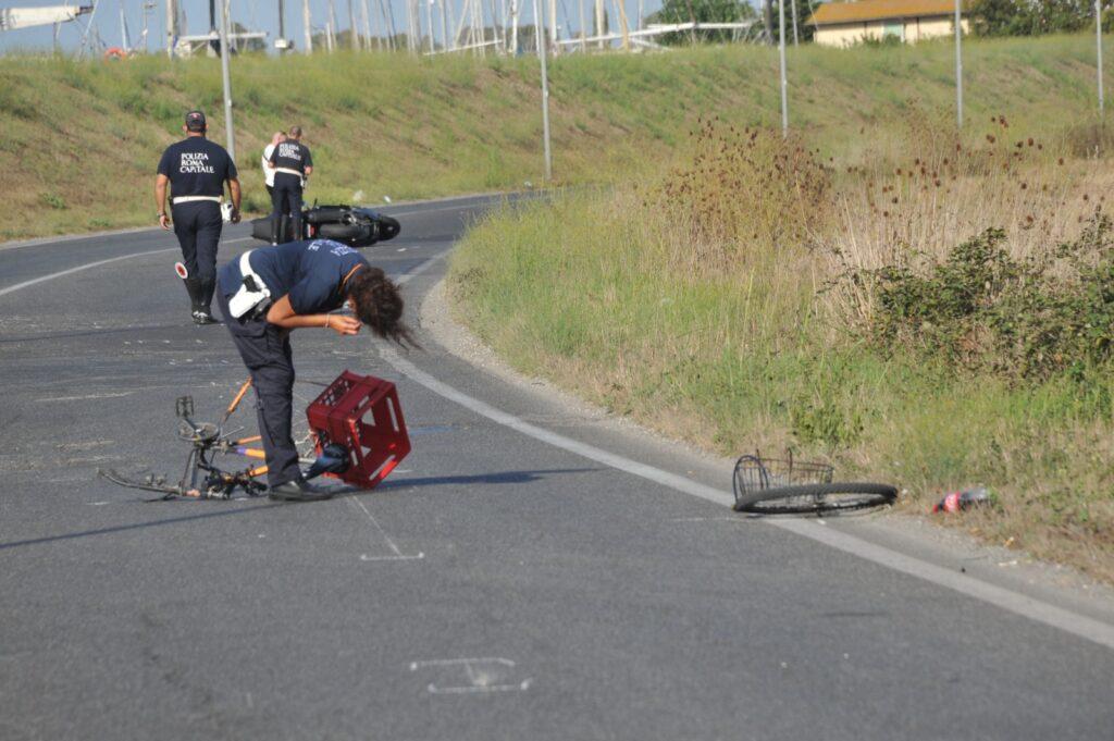 Ostia, incidente: chiusa via Tancredi Chiaraluce, due feriti gravi 1