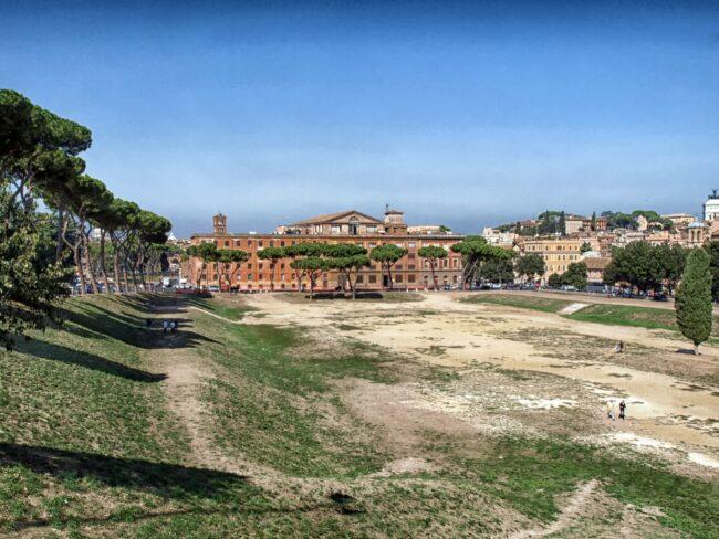 Quando Roma volle un villaggio balneare: piscine, sdraio e ombrelloni nel Circo Massimo 1