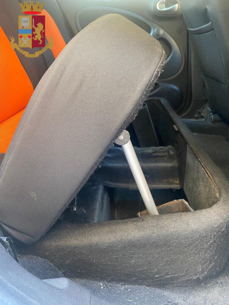 Roma, nascondeva la droga in macchina: arrestato pusher con 30 kg di hashish 1