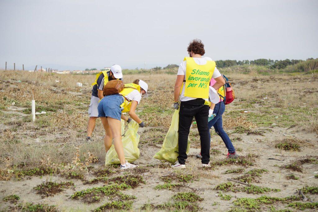 Coccia di Morto, dal film alla ramazzata generale: raccolta una tonnellata e mezza di rifiuti 1