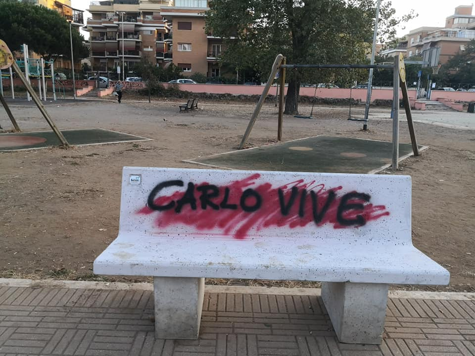 panchine parco pietro rosa vandali