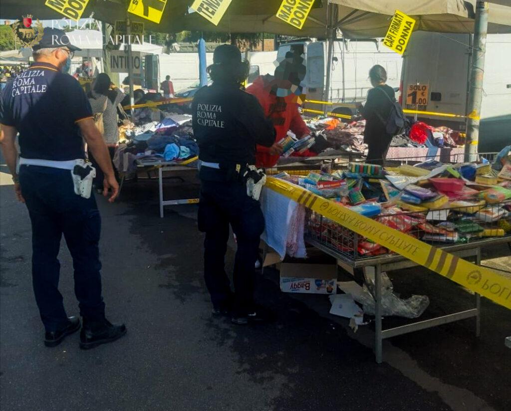Blitz della Polizia in un mercato in zona Piramide: banchi chiusi e sequestro di oltre 4mila articoli 1